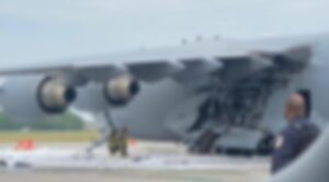 C-17 Nakliye Uçağı Yandı