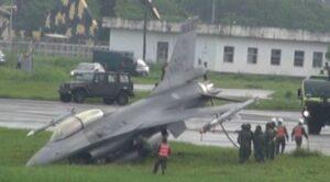 F-16 Savaş Uçağı Pistten Çıktı