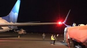 Yolcu Uçağı Yakıt Kamyonuna Çarptı