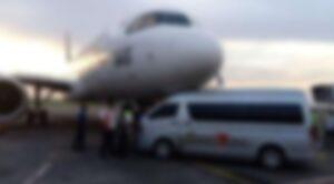 Yolcu Uçağı Personel Minibüsüne Çarptı