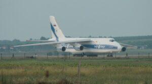 Dev Kargo Uçağı AN-124 Pistten Çıktı