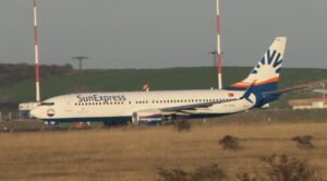Berlin – İzmir Uçağı Edremit'e Acil İniş Yaptı
