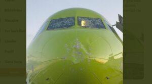 Yolcu Uçağı Doluya Yakalandı