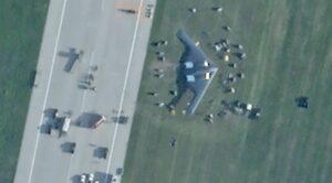 """""""Hayalet""""B-2 Bombardıman Uçağı Pistten Çıktı"""
