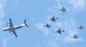 Askeri Uçaklar İstanbul Boğazında Gösteri Uçuşu Yaptılar