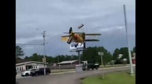 Video – Eski Uçak Otoyola Böyle Düştü
